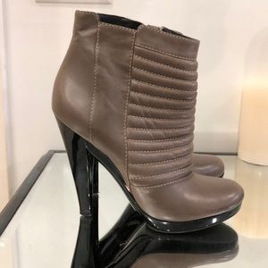 7 for all mankind quilted leather taupe booties